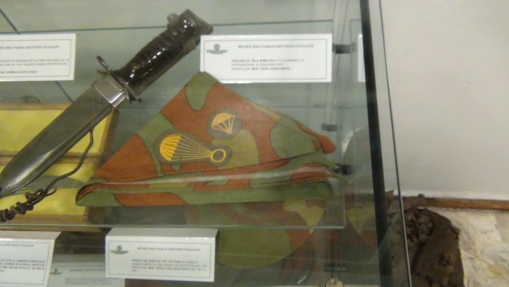 Pisa: Frame da il Museo della Folgore,  accanto all'ingresso del CAPAR (Smipar) (3/6)